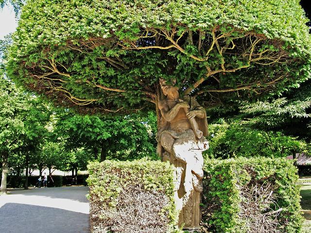 Faun unter Baumkrone