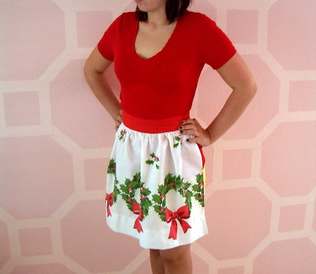 VINTAGE CHRISTMAS APRON PHOTO 2