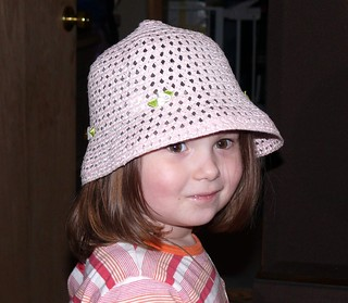 Kim  tête a chapeau!   by Belzie