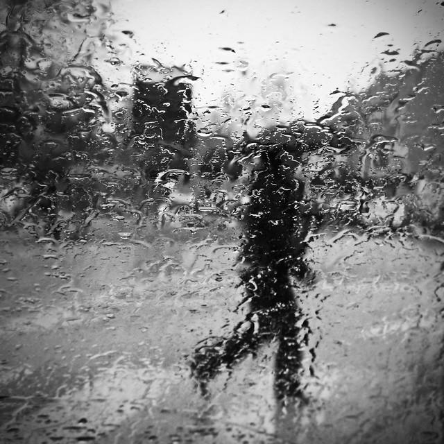 Silhouette dans la pluie