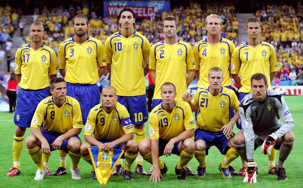 Suecia   Swedish football team (1st row from L) Swedish midf…   Flickr