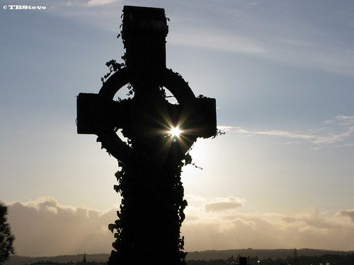sun cemetery sunrise landscape cross gap belfast gravestone celtic ulster theworldseenfromthepowershotg9 throughthecross flickrclassique