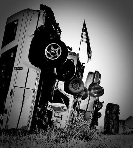 morning sky blackandwhite cars field grass sunrise utah flag patriotic redneck patriotism scrap hooper nikond90 redneckstonehenge