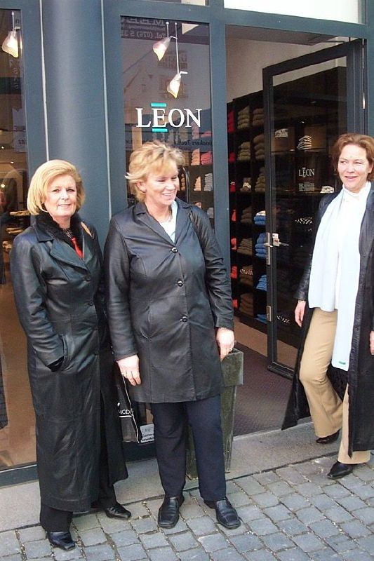 Flickr leather ladies