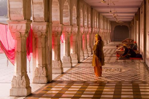 india sunrise dawn delhi offering cloister sikh gurdwara sari sikhism colonnade sarovar gurdwarabanglasahib slickrframe