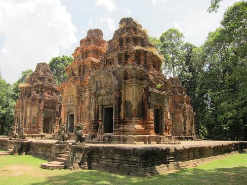 Wat Preah Ko - Roluos groupe   by rockaroundtheglobe