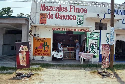"""""""Dicen que en Oaxaca, se toma mezcal con café..."""""""