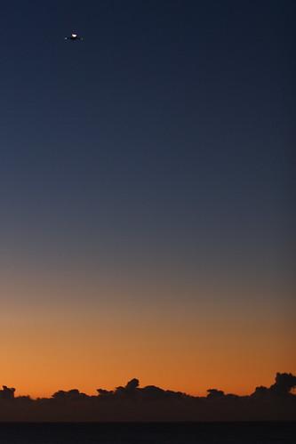 sky cloud sun japan sunrise airplane geotagged blog seaside pacific chiba 日本 千葉県 太平洋 飛行機 千葉 hasunuma 海浜公園 九十九里 mrhayata geo:lon=1405022403 蓮沼 geo:lat=355890331