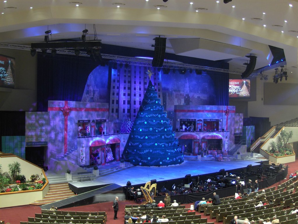 Bellevue Baptist Church and it's Singing Christmas Tree ...