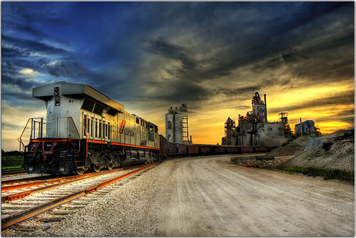 sunset train scenery industrial factory locomotive hdr ruraltexas 9exposures newbrunfels 1stopapart choochoocar vcfair09