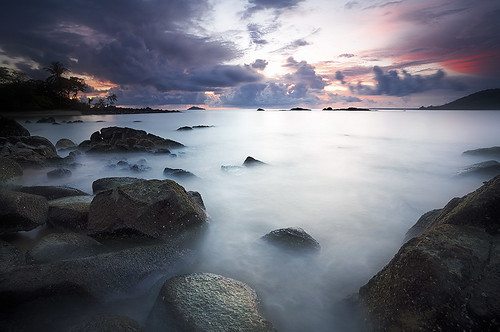 sea beach clouds sunrise rocks stones erick nuages plage rocher guyane frenchguiana canonef1740mmf4l guyanefrançaise montjoly singhray mywinners slrcanon montravel loitiere explore1thankyou