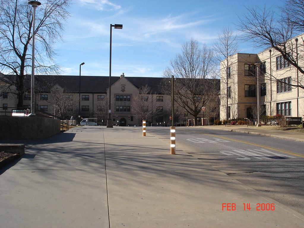 アーカンソー州立大学 | とにかく広くて、授業間の移動も車じゃないと ...