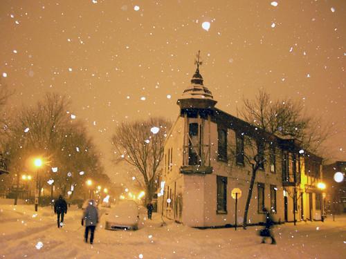 winter snow night montréal flash 100v10f plateaumontroyal