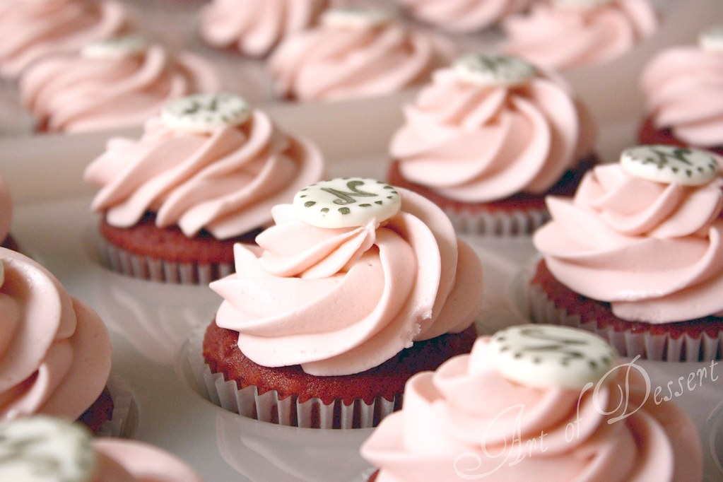 Wonderlijk Baby Shower Cupcakes - red velvet cake w/ pink frosting | Flickr LC-21