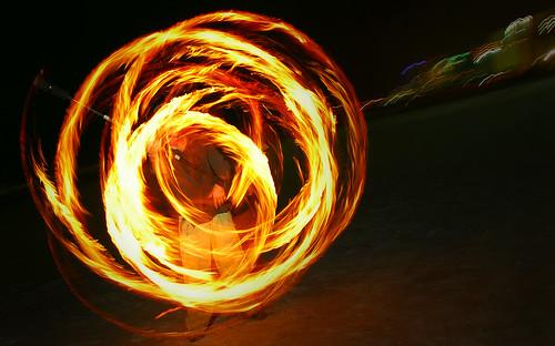 people beach fire circles spin talent spinning swirl nightphoto juggling nikonsb800 nikon18200vr strobist nikoncls nikond80 noclsinfo