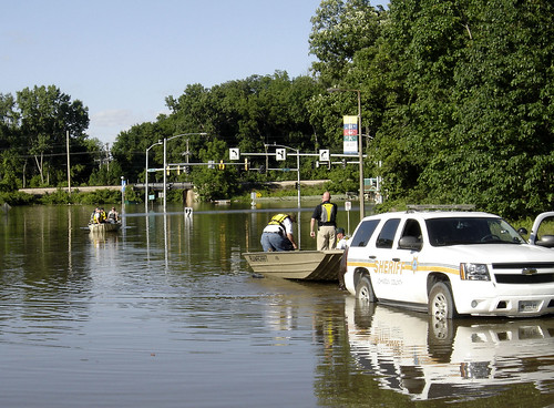 signs chevrolet wet water weather june river geotagged boats boat flooding underwater natural flood sony police iowa chevy strip disaster intersection sheriff iowacity 2008 patrol hawkins coralville universityofiowa dscp93 waterlogged iowariver