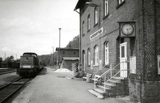 The Chemnitztalbahn. 14.28 arrival at Markersdorf-Taura, Saxony, 31 May 1993