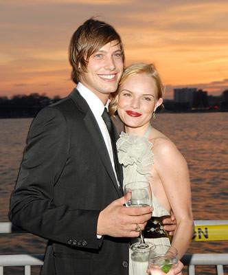 James Rousseau dating gjør Dating Sites tjene penger