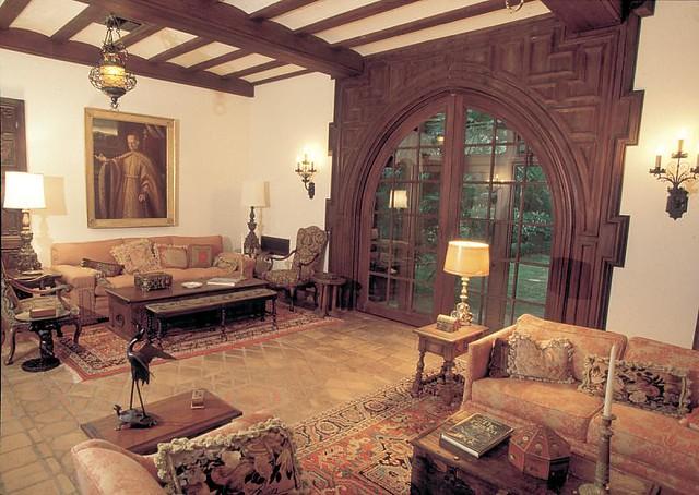 Pinewood Estate's Loggia