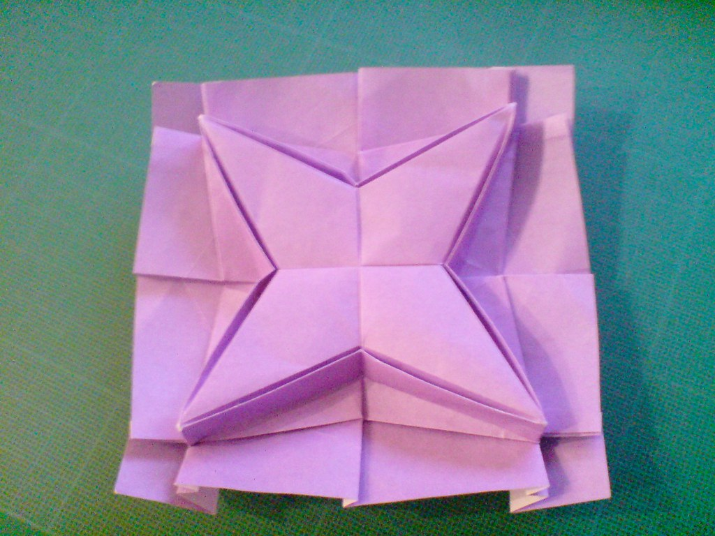 How to make a 3D four-pointed origami star: page 1 | 768x1024
