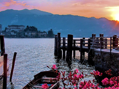 sunset lake lago island boat barca tramonto isola mywinners abigfave theperfectphotographer damniwishidtakenthat vanagram águasdivinas