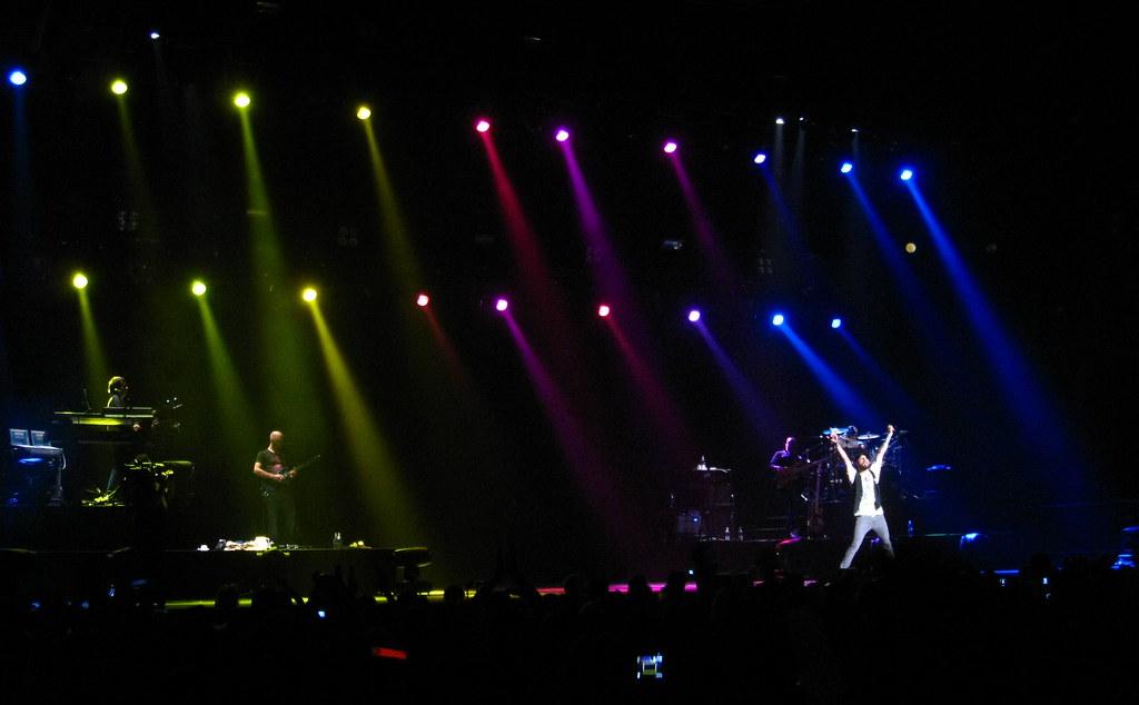 Backstreet Boys Concert Stage - Waving Stage Lighting