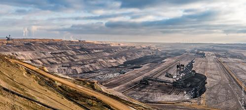 bruinkoolwinning d duitsland zon bruinkool buiten outdoor winning winter jüchen nordrheinwestfalen de germany brown coal mining mine dagbouw landschap landscape