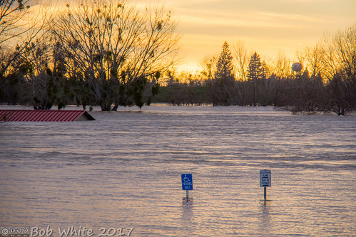 california norcal yubacounty river featherriver levee flood sunset watertower adaparking