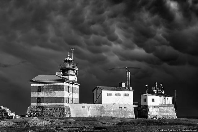 Mammatocumulus above Märket lighthouse