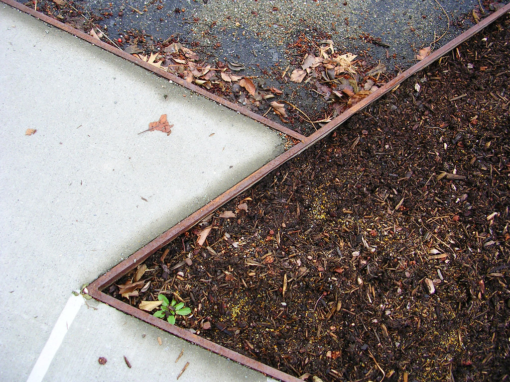 Dia:Beacon parking lot | lines, leaves, and corten  | Flickr