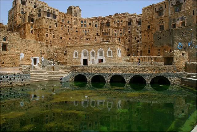 Yemen: citerne  dans le village d'Hababa.