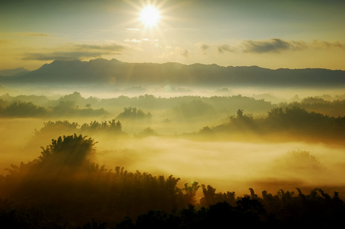 mountains clouds sunrise lights nikon taiwan beam tainan flickrfriday d40 mistandfog sigma1770mmf2845dcmacrohsm