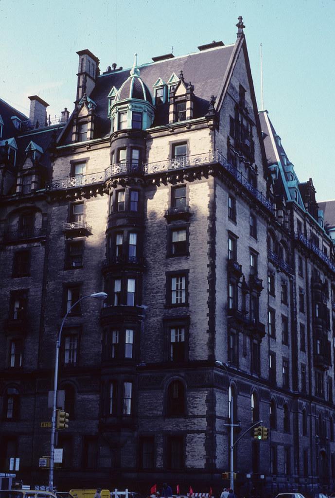 Dakota House New York City Residence Of John Lennon And Yo Flickr