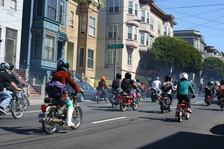 Moped rally on Oak Street | Jeff Kloythanomsup | Flickr