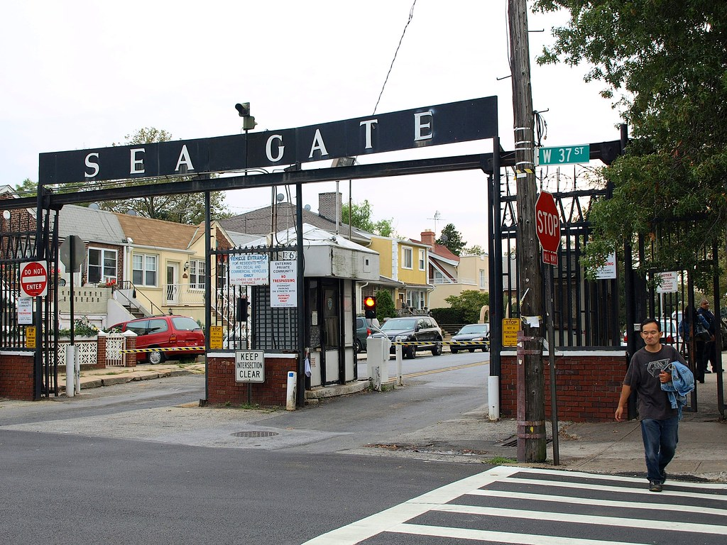 Seagate Gated Community Entry Checkpoint, Coney Island, Br… | Flickr