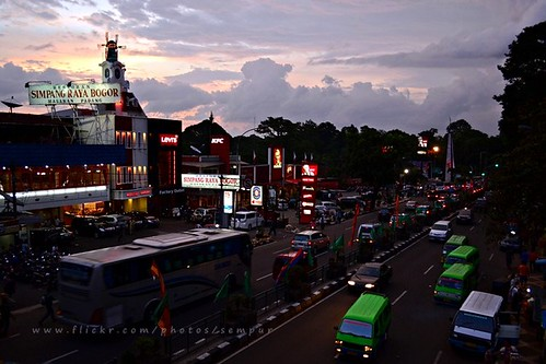 city sunset urban bus indonesia evening java downtown traffic kfc westjava bogor angkot damri baranangsiang hollandbakery kujangstatue ngesti