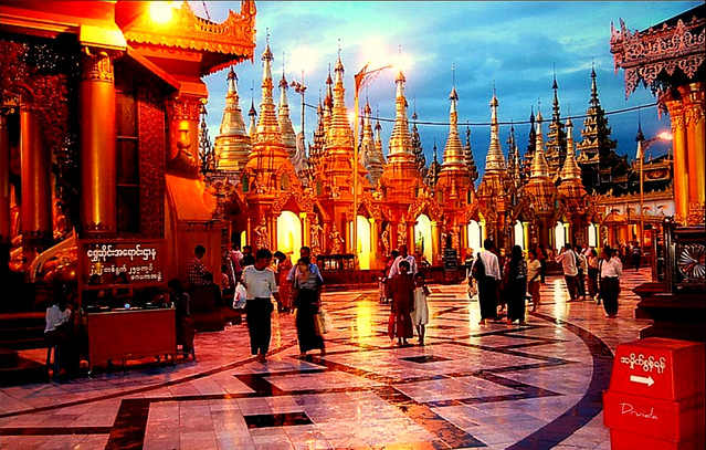 GRAN PAGODA DE SHEWEDAGON PAYA, YANGON,  MYANMAR