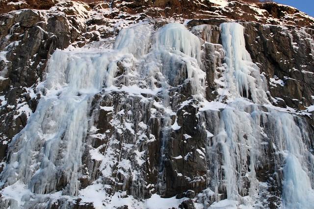 Frozen waterfall on the Seward Highway, near Turnagain Arm, Anchorage, Alaska (IMG_1623a)