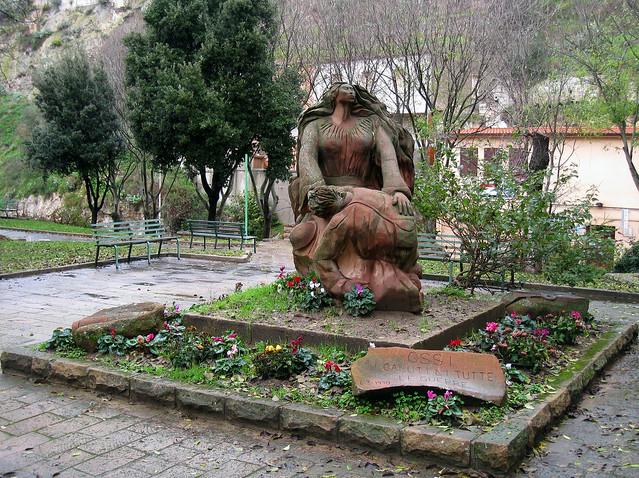 Ossi (Italy) - Monumento ai caduti