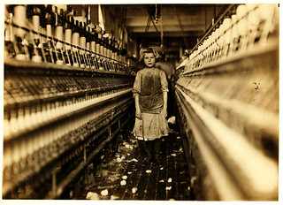 Lewis Hine: Spinner in Globe Cotton Mill, Augusta, Georgia, 1909