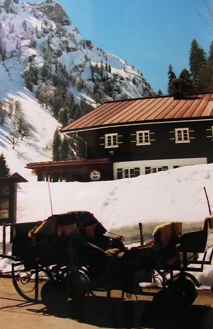 Winterlandschaft - Kutsche vor Hütte