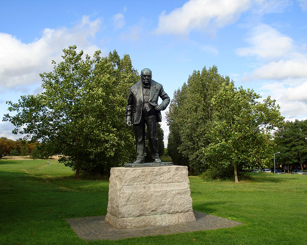 Winston Churchill statue on Woodford Green | He looks quite … | Flickr