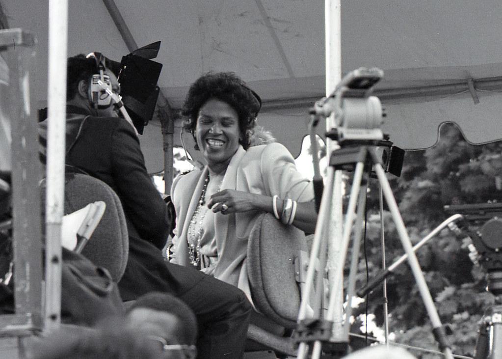 Mandela-Boston-1990-01-06 | Liz Walker, WBZ-TV news anchor