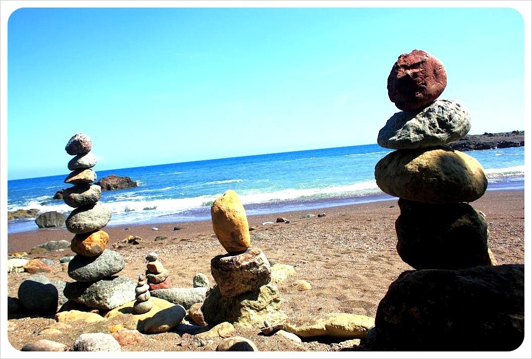 Montezuma beach & sculptures