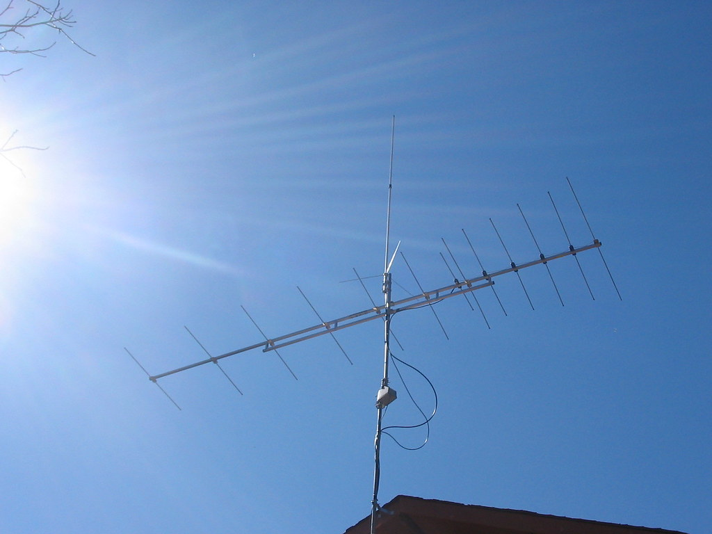 My APS-13 Antenna and Triband vertical | The top of the setu