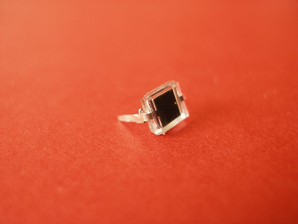 BPW34 PIN PHOTODIODE | This is the photo diode I used in my