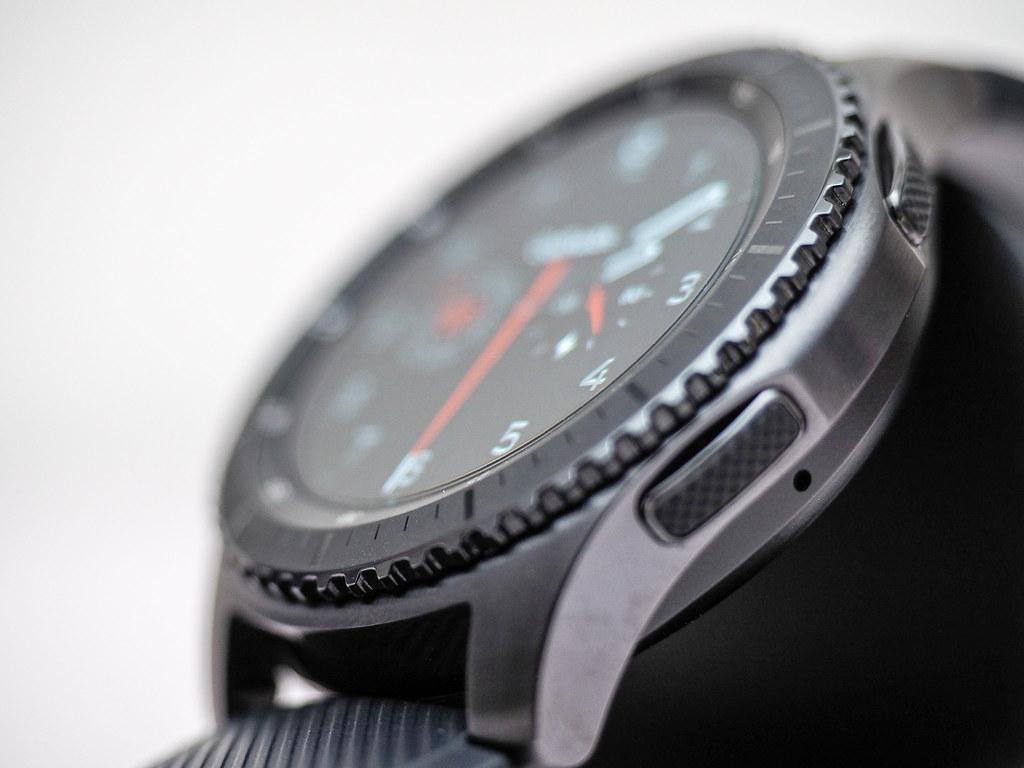 Samsung Gear S3 Frontier Bezel. Watch face: Golfwith Intense Dark.