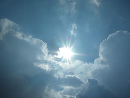 Soleil dans les nuages | by ComputerHotline
