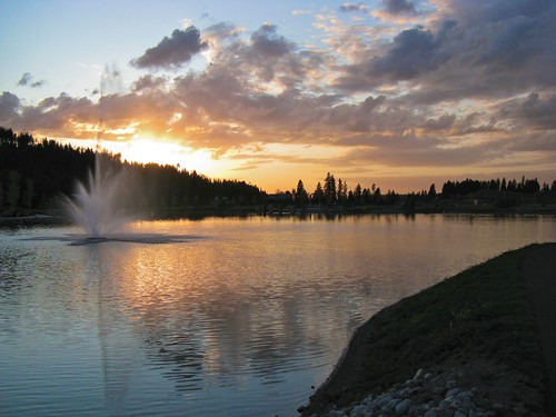sunset lake reflection fountain clouds coeurdalene riverstone