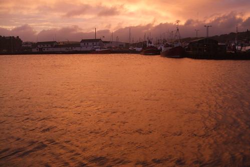 sunset water golden harbour fishingboats campbeltown sailingtroontoliverpool
